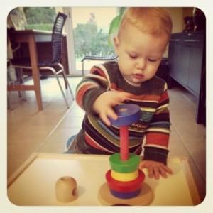 jouet-a-enfiler-montessori