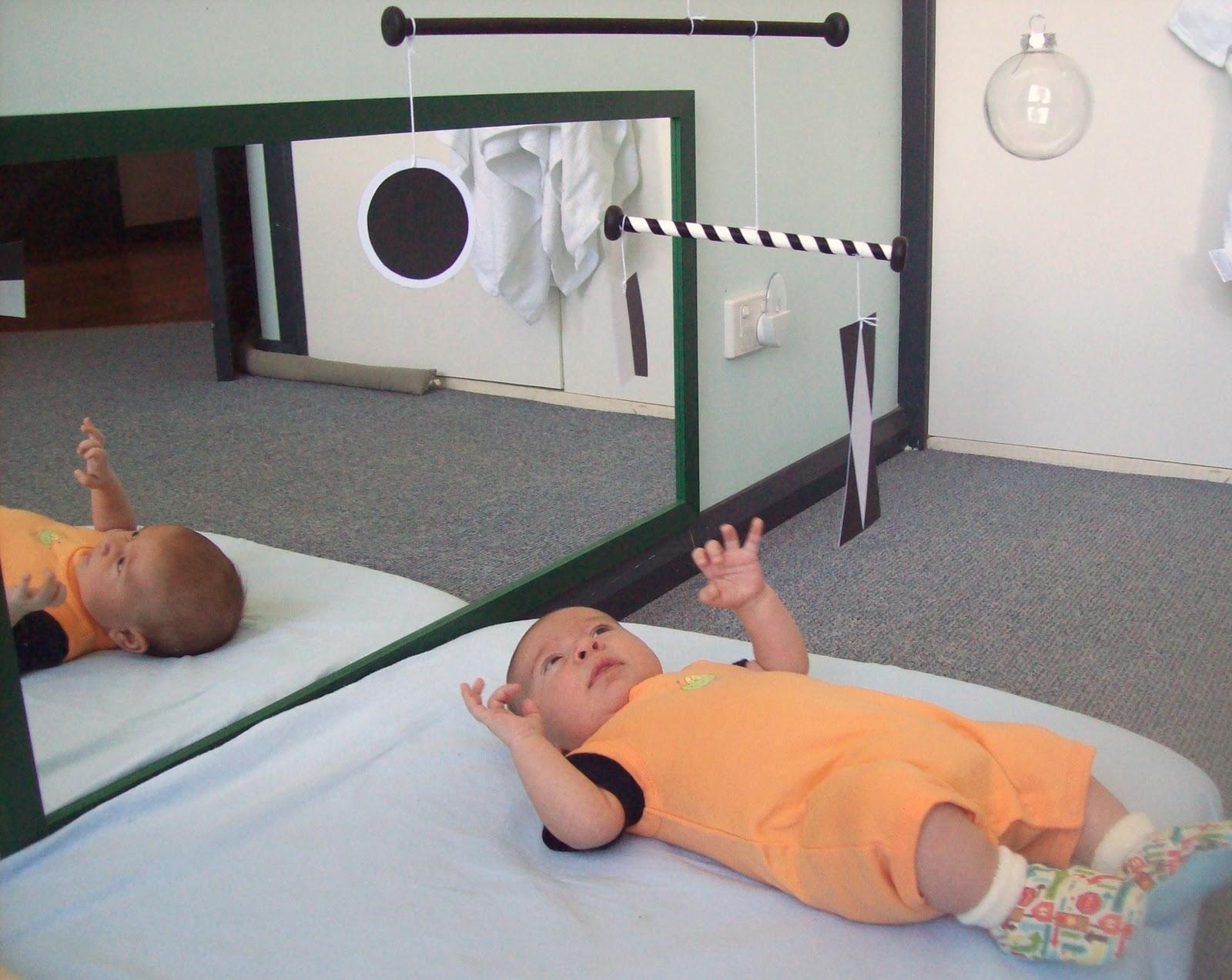 jouets et jeux montessori pour les b b jusqu 39 6 mois. Black Bedroom Furniture Sets. Home Design Ideas