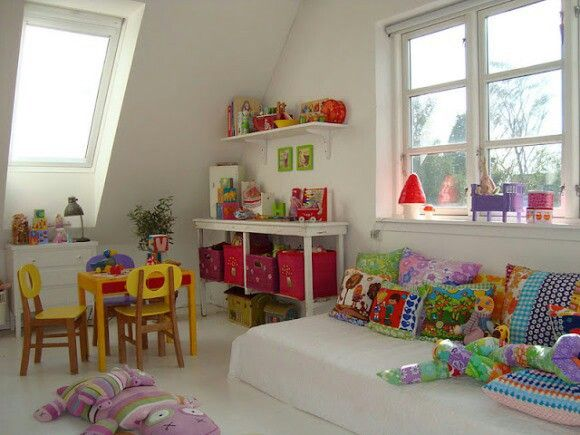 Exemple de chambre montessori en photo for Chambre montessori