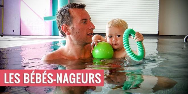 Papa et son enfant aux bébés nageurs