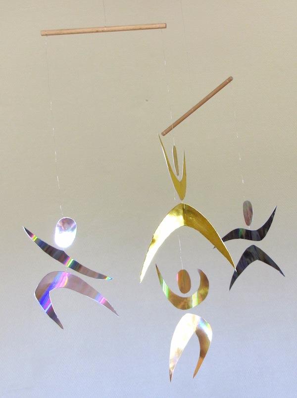 mobile montessori des danseurs