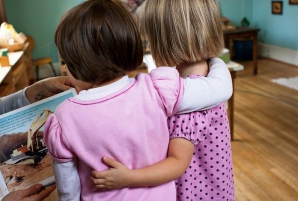 Enfants dans une école Montessori
