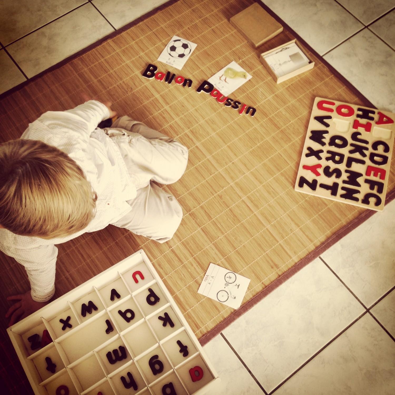 activité montessori arthur et son alphabet