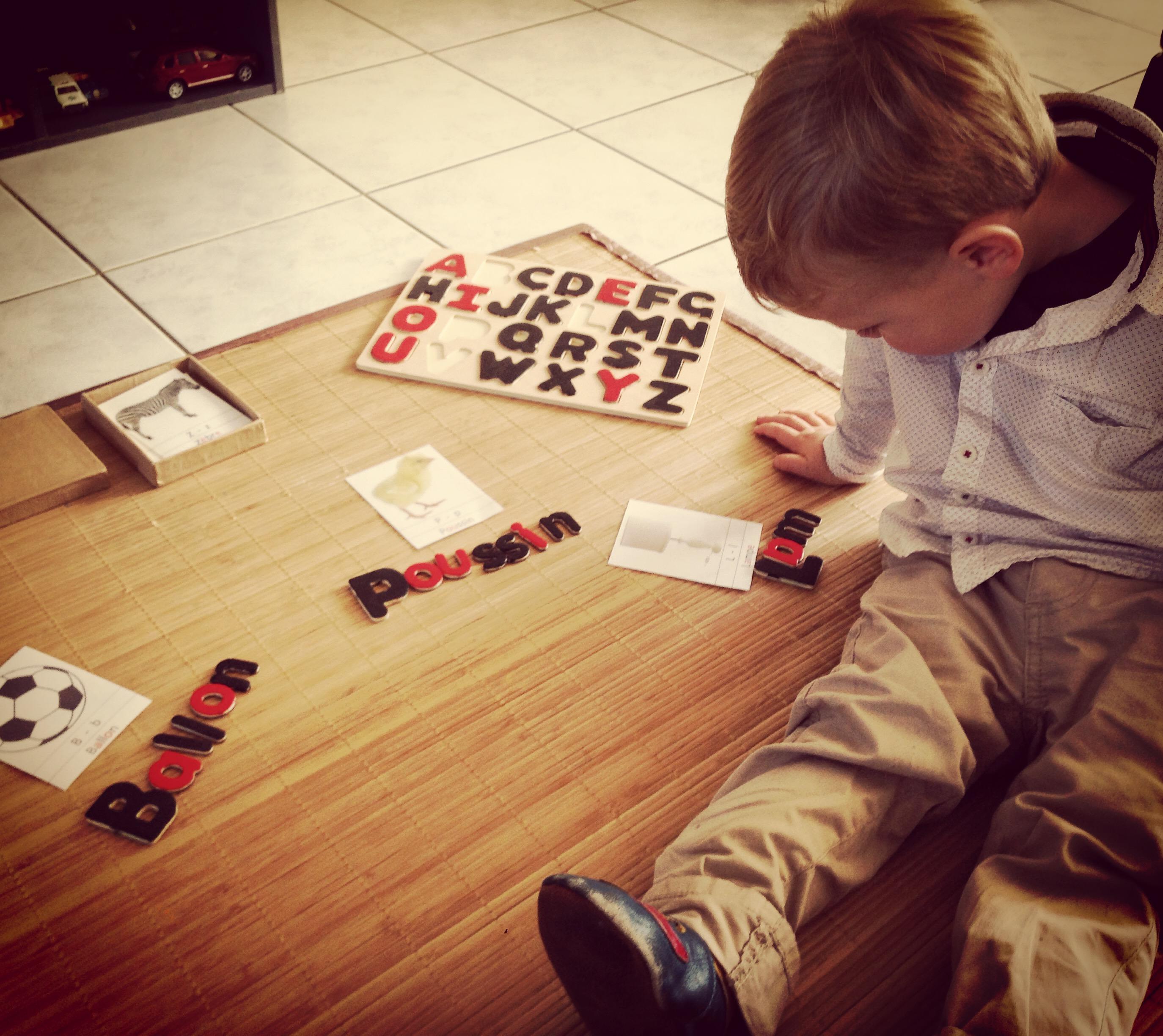 arthur joue au lettre