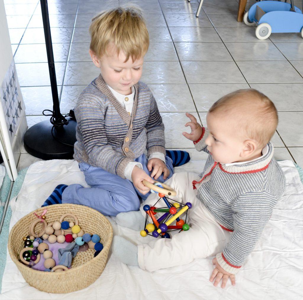 Enfants dans un nido montessori