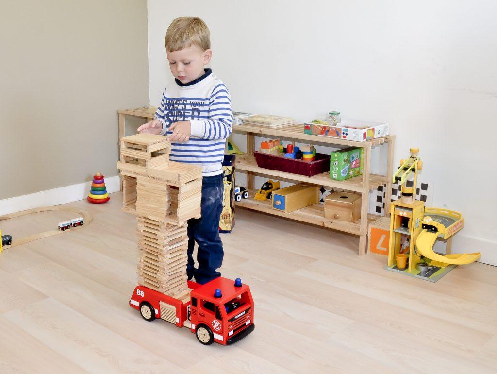 enfant-construction-kapla
