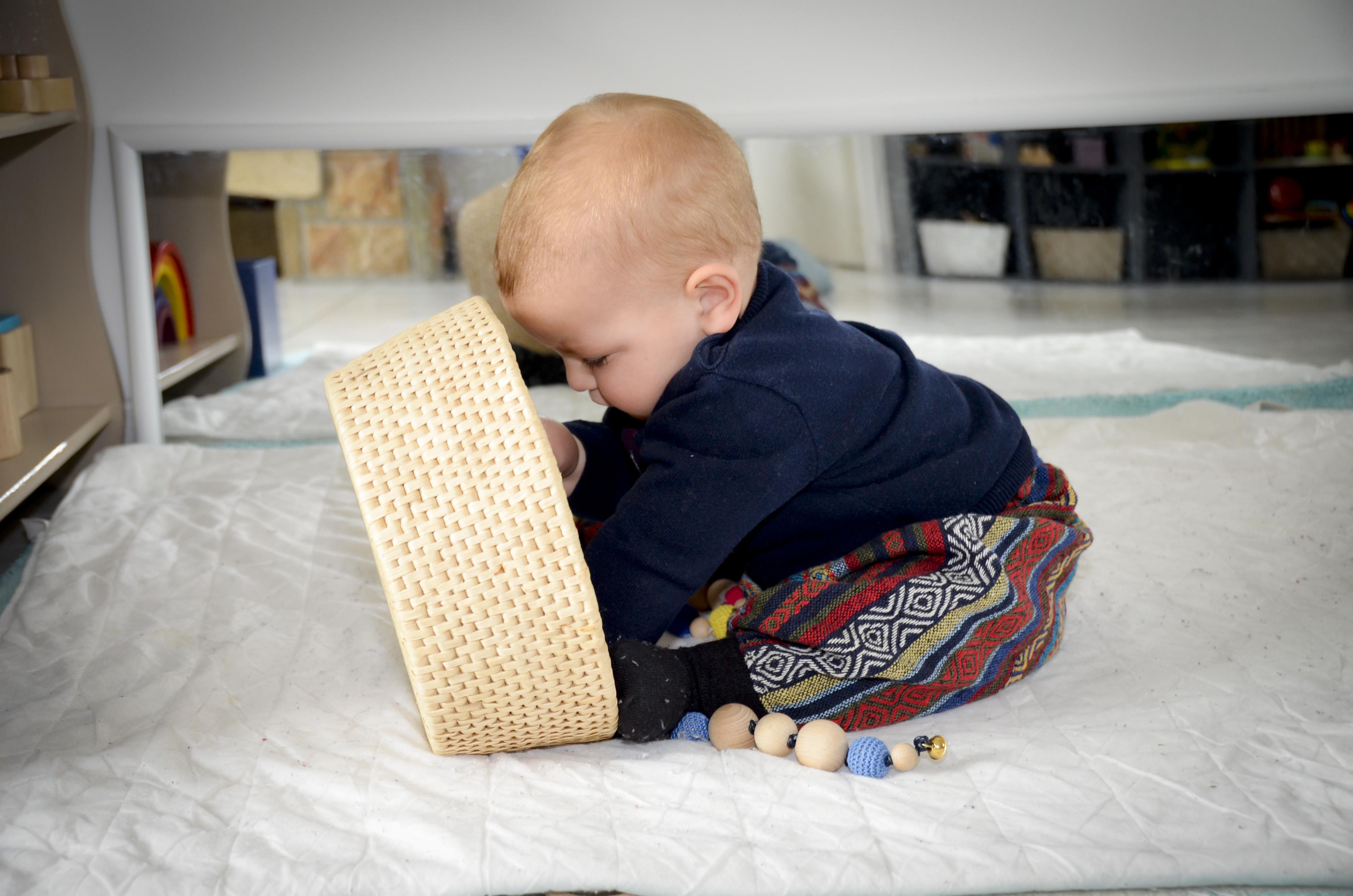 Ambiance montessori les 4 points cl s de la p dagogie - Bureau bebe 18 mois ...