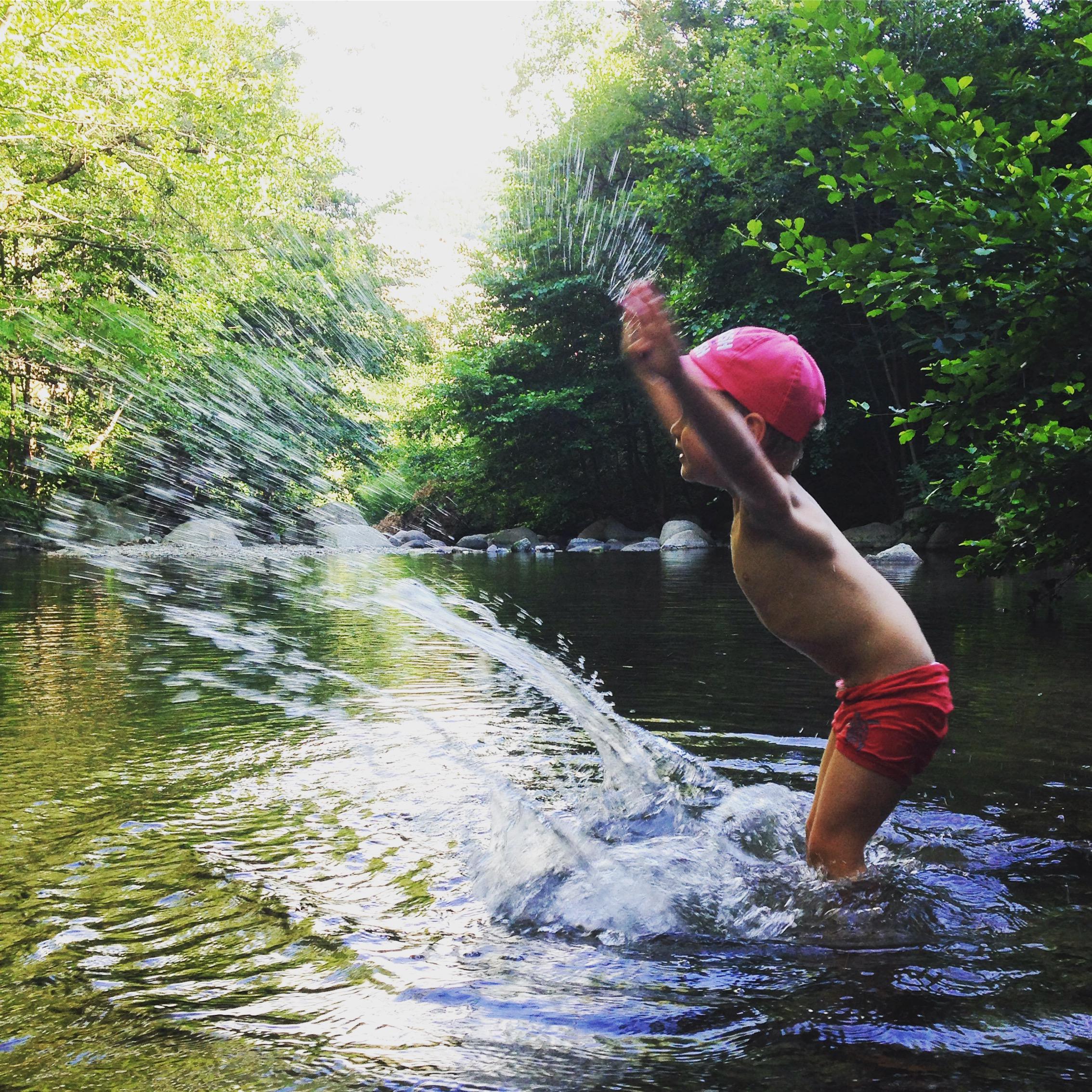 Pourquoi les activités autour de l'eau attirent les enfants ?