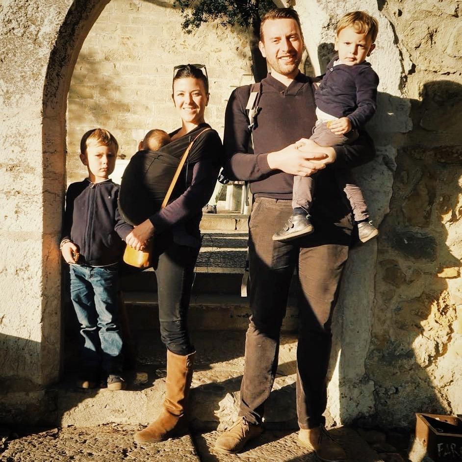 Photo de famille au Castelo Sao Jorge à lisbonne