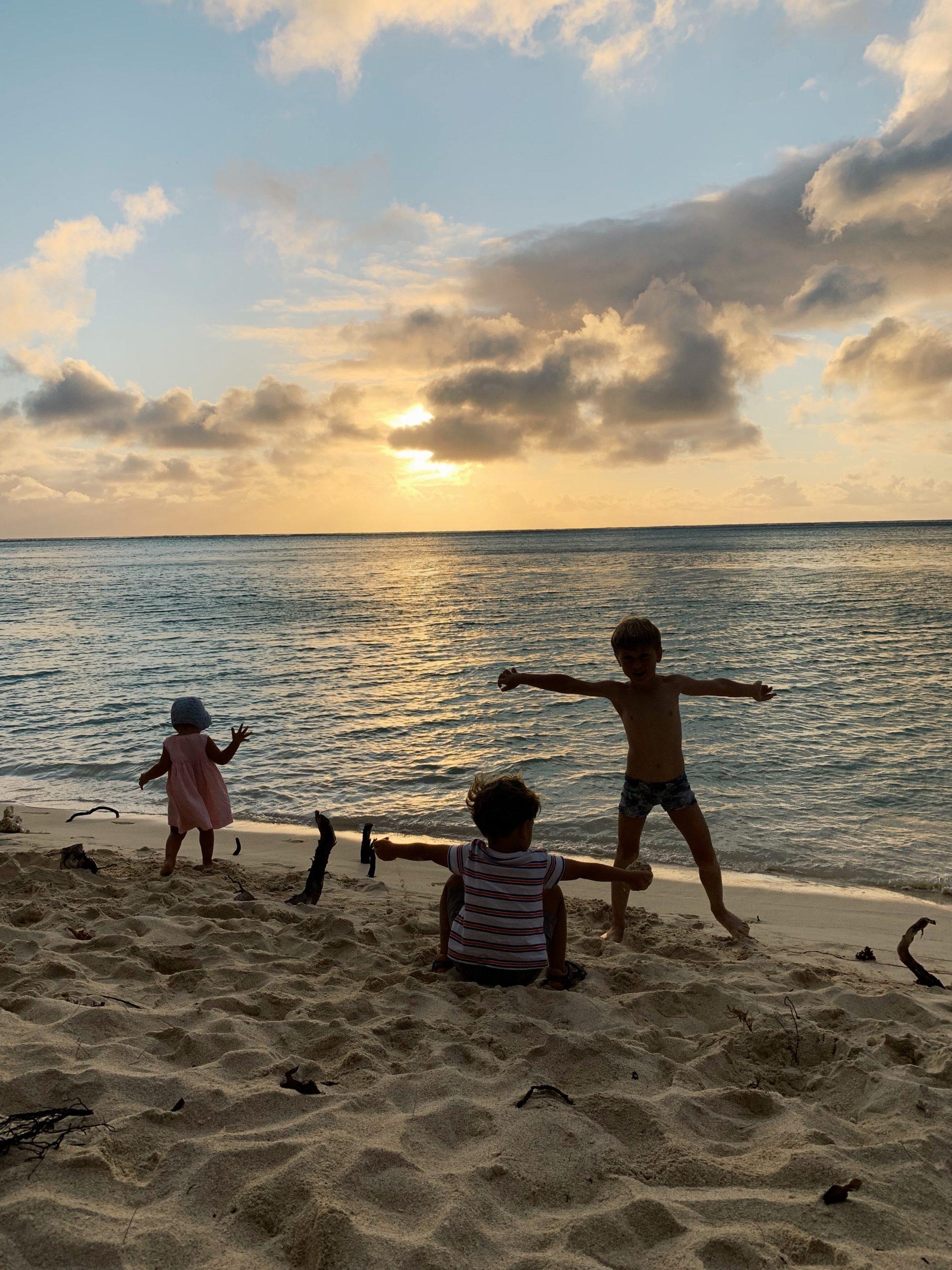 Le bonheur des enfants à la plage